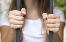 Từ trình báo của gia đình thiếu nữ, phát hiện 6 thiếu nữ 14-16 tuổi bị cầm giữ
