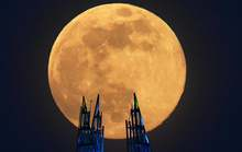 Đêm nay, Việt Nam đón siêu trăng dâu – trăng khổng lồ cuối cùng của năm