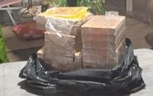 CLIP: Vớt thùng nhựa dưới sông, lực lượng chức năng phát hiện 7kg ma túy