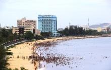 Bình Định cấm tắm biển, dừng phục vụ ăn uống tại chỗ từ hôm nay