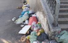 Cửa hầm chui luôn ngập rác
