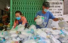 """Những chuyện """"cóp nhặt"""" được trong cơn bão dịch ở TP HCM"""