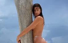 Siêu mẫu Irina Shayk bán khỏa thân táo bạo bên bờ biển