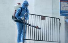 CLIP: Phong toả tòa chung cư có ca dương tính SARS-CoV-2 đi máy bay từ TP HCM về