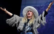 Miley Cyrus đổi lời bài hát để ủng hộ Britney Spears