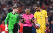 Lạ lùng Euro 2020: Hai thủ môn được tôn vinh xuất sắc nhất