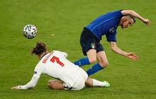 Frank Lampard bất mãn vì học trò cũ Jorginho thoát… thẻ đỏ