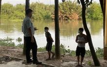 CLIP: Nhiều người ở TP Thủ Đức tháo chạy khi đang câu cá, hóng mát dọc bờ sông