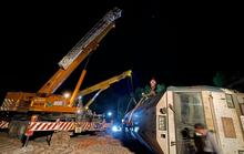 Vụ lật tàu hàng ở Quảng Trị: Xuyên đêm xử lý đầu máy nặng 81 tấn