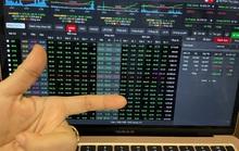 Chứng khoán đảo chiều ngoạn mục: Nhà đầu tư hưng phấn