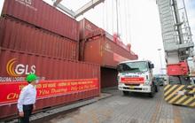 Gần 300 tấn nhu yếu phẩm ủng hộ người dân Thành phố Hồ Chí Minh đã đến Cảng Bến Nghé