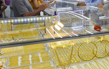 Giá vàng hôm nay 22-7: Giảm tiếp, biến động trên ngưỡng 1.800 USD/ounce