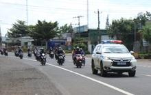 Đắk Nông điều xe dẫn đường cho người dân chạy xe máy về quê