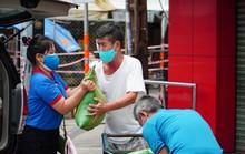 Chương trình Thực phẩm miễn phí cùng cả nước chống dịch đến với người dân khu vực bị phong tỏa