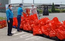 Hà Nội: Xe buýt siêu thị 0 đồng'' san sẻ khó khăn với công nhân