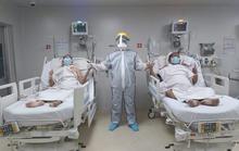 Bé trai chào đời ở phòng hồi sức Covid-19, 2 ca bệnh nổi tiếng xuất viện