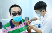 Tiêm vắc-xin Covid-19 cho hàng trăm người lao động khuyết tật