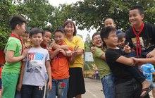 Cô giáo trẻ trồng người trên núi