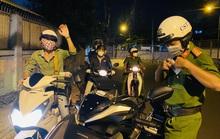 CLIP: Thanh niên được Tổ công tác 363 Thủ Đức hộ tống về gặp anh trai vừa qua đời