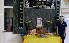 Lập bàn thờ trong bệnh viện dã chiến để nữ kỹ thuật viên chịu tang mẹ chồng