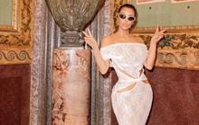 """Kim Kardashian tiếp tục bị """"ném đá"""" vì hở hang ở chốn trang nghiêm"""