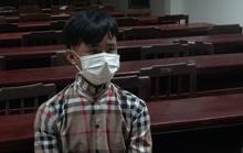 CLIP: Gã trai trốn truy nã bị lật tẩy tại chốt kiểm soát dịch