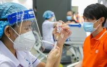 Bắt đầu chiến dịch tiêm chủng vắc-xin Covid-19 quy mô lớn: Ai được ưu tiên?