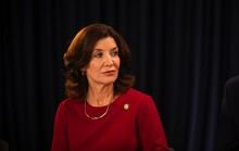Sau bê bối tình dục, New York lần đầu có nữ thống đốc?