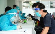 Người dân TP HCM tiêm vắc-xin Vero Cell trong trật tự