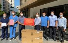 Ban Tổ chức Thành ủy TP HCM thăm, tặng quà các bệnh viện điều trị Covid-19