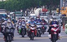 Đường phố TP HCM đông đúc trước giờ G siết chặt giãn cách