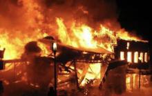 Nghi vợ ngoại tình, chồng đốt nhà suýt thiêu sống 8 người gia đình vợ