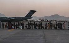 Afghanistan: Máy bay Ý sơ tán bị tấn công, nổ liên tiếp ngoài sân bay Kabul