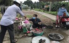 TP HCM: Người dân một hẻm ở Bình Tân vô tư họp chợ giữa tâm dịch