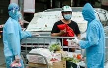 Nhân viên giao gạo, người phụ nữ ở chung cư tự đi viện khám phát hiện mắc Covid-19