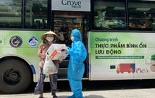 Siêu thị mini di động bán thực phẩm giá bình ổn lần đầu tiên xuất hiện tại TP HCM