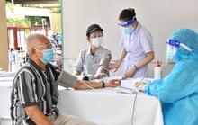 Dưới 65 tuổi, bệnh nền, đăng ký tiêm vắc-xin ở đâu cho an toàn?