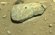 NASA tóm gọn mẫu vật Sao Hỏa đầu tiên, chuẩn bị đưa về Trái Đất
