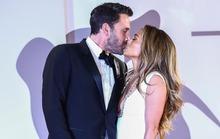 Jennifer Lopez và Ben Affleck đẹp đôi, tình tứ trên thảm đỏ
