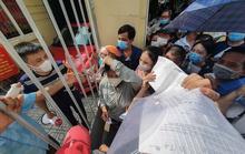 Bí thư Hà Nội truy trách nhiệm lãnh đạo phường để người dân chen lấn tại điểm tiêm vắc-xin