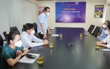 Ban Tuyên giáo Thành uỷ TP HCM thăm, tặng quà phóng viên Báo Người Lao Động mắc Covid-19