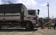 Tài xế xe tải tông gãy 2 rào chắn chốt kiểm dịch khi bỏ chạy 100km