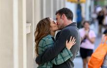 Cặp đôi Jennifer Lopez và Ben Affleck hôn nhau giữa phố