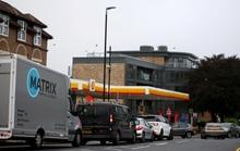 Hàng loạt trạm xăng tại Anh cạn nhiên liệu, đứt gãy nguồn cung