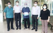 Lãnh đạo Ban Dân vận Thành ủy Đà Nẵng thăm, chúc mừng Linh mục Vũ Dần khỏi bệnh Covid-19