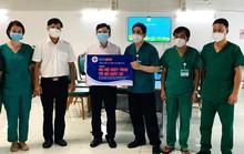 Trao tặng 100 bộ máy tính và 100 máy in cho Trung tâm Hồi sức tích cực người bệnh Covid-19 Bệnh viện Bạch Mai tại TP HCM