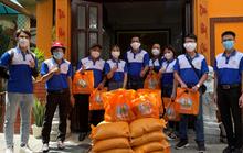 Quỹ Từ thiện Kim Oanh tặng gạo, thực phẩm cho trẻ mồ côi và sinh viên xa quê