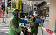 TP HCM: Chỉ mất 10 giây để kiểm soát người đi đường bằng mã QR