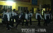 Hà Nội: Lạnh run vì học thể dục buổi tối
