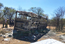 Bình gas nổ làm xe buýt bốc cháy, 42 người thiệt mạng